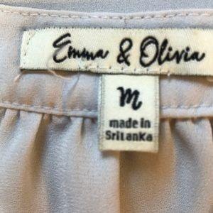 Emma & Olivia Tops - Emma & Olivia V-Neck Light Gray Top